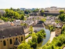 Neumuenster Abtei- und Alzette-Fluss, Luxemburg Stadt, Luxemburg Stockbilder