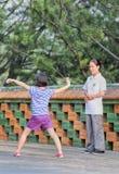 Neun Jahre alte Zhao Su übt Tai Chi-Grundlagen, Peking, China Lizenzfreie Stockfotografie