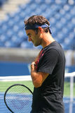 Neunzehn Zeiten Grand Slam-Meister Roger Federer Schweiz übt für US Open 2017 stockbilder
