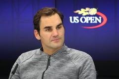 Neunzehn Zeiten Grand Slam-Meister Roger Federer während der Pressekonferenz nach Verlust am Viertelfinalematch an US Open 2017 lizenzfreie stockfotografie
