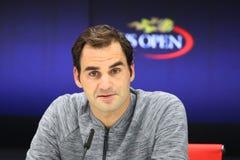 Neunzehn Zeiten Grand Slam-Meister Roger Federer während der Pressekonferenz nach Verlust am Viertelfinalematch an US Open 2017 stockfotografie