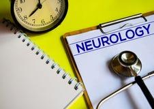NEUROLOGIE auf gelben Hintergrund stockbild