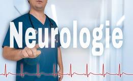 Neurologie in deutschem Neurologiedoktor, der auf Zuschauer mit zeigt lizenzfreie stockfotos