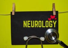 NEUROLOGIE sur le fond jaune images stock