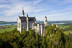 Neuschwanstein城堡,巴伐利亚德国宽射击 免版税图库摄影