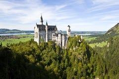 Neuschwanstein城堡,巴伐利亚德国宽射击 免版税库存图片