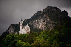 Neuschwanstein, Autumn Landscape Panorama Picture precioso del castillo del cuento de hadas cerca de Munich en Baviera, Fotos de archivo libres de regalías