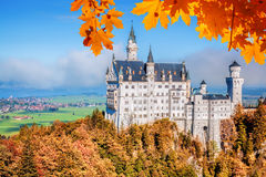 Neuschwanstein castle with autumn leaves in Bavaria, Germany Stock Photography