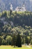 Neuschwanstein con manera Foto de archivo libre de regalías