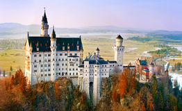 Neuschwanstein härlig slott nära Munich i Bayern, Tyskland arkivfoton