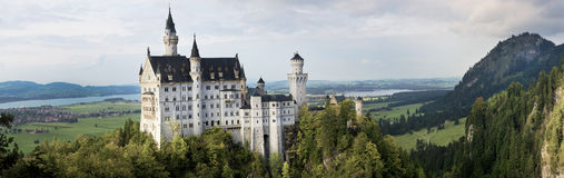 Neuschwanstein kasztel od Marienbrucke, Niemcy fotografia royalty free