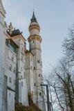 Neuschwanstein kasztel w górę zakończenia fotografia royalty free
