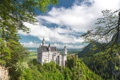 Neuschwanstein, panorama de paysage du château de conte de fées en Allemagne Images stock