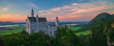 Neuschwanstein panoramasolnedgång Royaltyfria Bilder