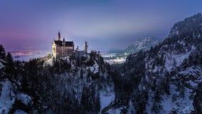 Neuschwanstein-Schloss bis zum Nacht Stockfotos