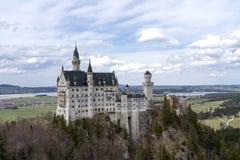 Neuschwanstein Schloss im Bayern, Deutschland Ber?hmtes Schloss Neuschwanstein nahe Alpsee und Nohenschwangau in den bayerischen  lizenzfreies stockbild
