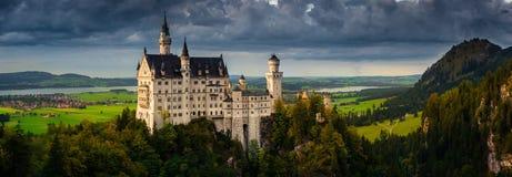 Neuschwanstein slott i Fussen, Tyskland Royaltyfri Foto