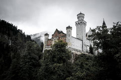 Neuschwanstein slott i mist Royaltyfri Foto
