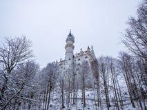 Neuschwanstein slott i vinterlandskap germany Arkivfoto