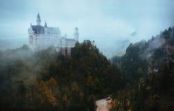 Neuschwanstein slott som täckas i moln Royaltyfria Bilder