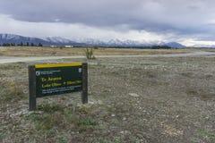 NEUSEELAND AM 16. APRIL 2014; Schild bevor dem Gehen zu Mont Cook South Island, Neuseeland Lizenzfreie Stockfotos