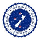 Neuseeland-Karte und -flagge im Weinlesestempel Stockbild