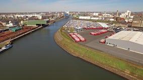 Neuss, Germania - 6 aprile 2018: Ansorge sta funzionando a partire dal porto della città video d archivio