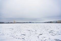 Neva-Fluss im Eis lizenzfreies stockfoto