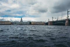 Neva-Fluss in St Petersburg, Russland, im Stadtzentrum gelegenes Stadtbild Lizenzfreies Stockbild