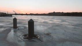 Neva River congelado em St Petersburg video estoque