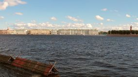 Neva River und Stadt St Petersburg, Russland stock video footage