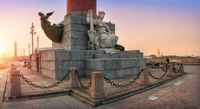 Neva-Skulptur an der Rostral Spalte Lizenzfreie Stockbilder