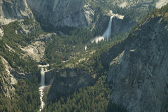 Nevada e as quedas Vernal caem no parque nacional de Yosemite Imagem de Stock Royalty Free