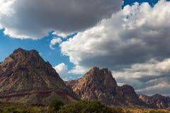 Nevada Mountains e nuvole in cielo blu Immagine Stock Libera da Diritti