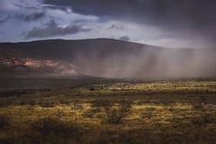 Nevada que se acerca al valle de Verde Fotografía de archivo