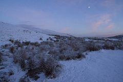 Nevadas fuertes en las montañas escocesas y mucha del Reino Unido Fotografía de archivo libre de regalías