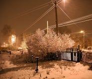 Nevadas pesadas en la noche en el campo, nieve que vuela Imagen de archivo libre de regalías