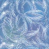 Nevado, brilhando, teste padrão congelado de brilho na janela azul Foto de Stock Royalty Free