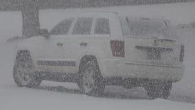 Nevar duramente em Jeep Car branco filme