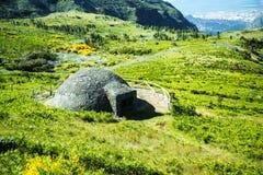 A neve bem no Pico faz Arieiro, em 1.818 m de altura, é o pico o mais alto do ` s terceiro da ilha de Madeira Imagem de Stock