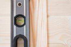Neve bianca su un fondo di legno con i chiodi d'ottone Fotografia Stock Libera da Diritti