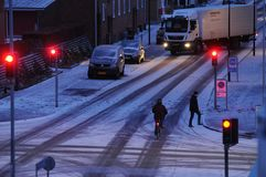 A neve cai em Dinamarca imagens de stock