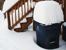 A neve coberta recicl o escaninho Foto de Stock Royalty Free