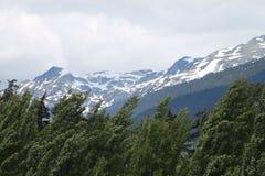 A neve cobriu montanhas Fotos de Stock Royalty Free