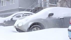 A neve cobriu o carro snowstorm filme