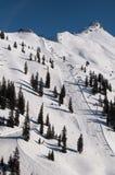 A neve cobriu o piste do esqui imagem de stock
