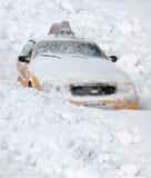 A neve cobriu o táxi de New York City Foto de Stock