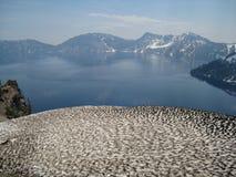 Neve de derretimento nas montanhas fotos de stock
