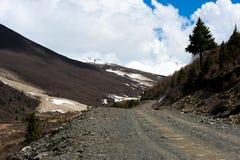 Neve del cielo della strada della montagna Fotografie Stock
