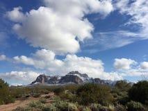 Neve del deserto sulle superstizioni Fotografia Stock
